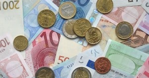 Euro_coins_and_banknotes-2